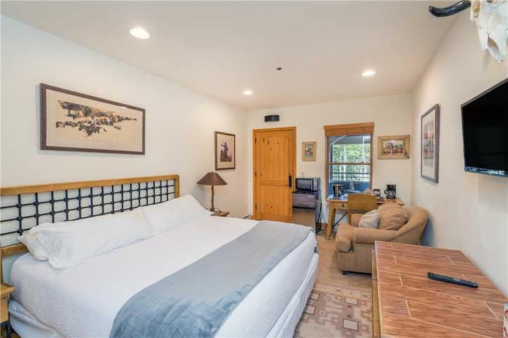 Bear Creek Lodge 111B