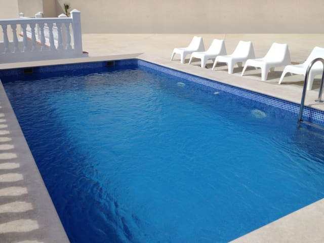 Apartamento con wifi, piscina y aire acondicionado