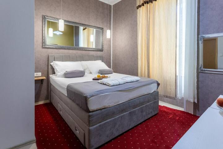 Sublime Double Bedroom With Breakfast and Free Mini Bar