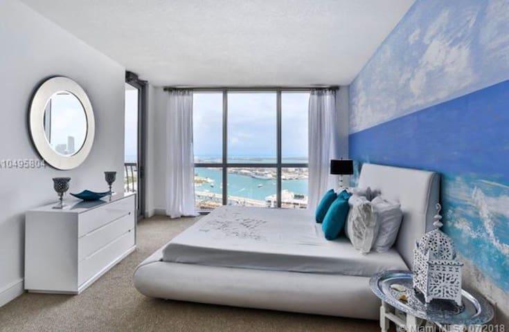 Spectacular 2 bedroom 50th floor direct ocean view