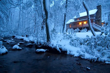 Sleepy Creek -Antique Log Cabin Near Boone/Parkway - Fleetwood
