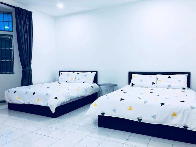 YoLodge Klang Room 5 Stay 5 pax WIFI*ASTRO