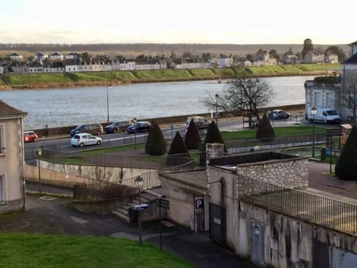 Appartement vue sur Loire, au pied du château