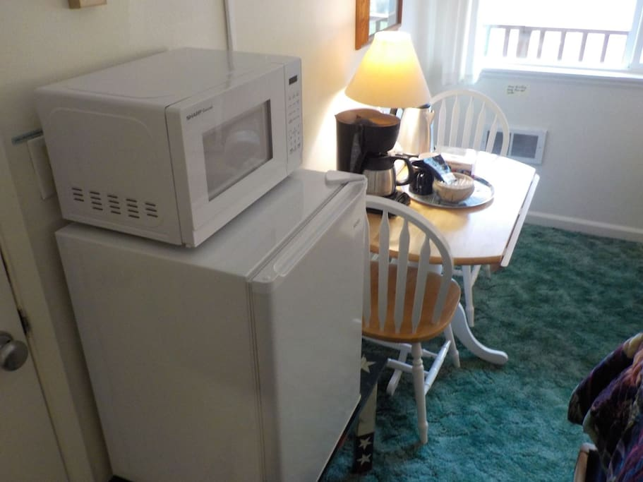 Mini-Fridge/Microwave