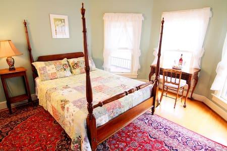 Catskill Lodge - Phoenicia Room w/Free Breakfast!