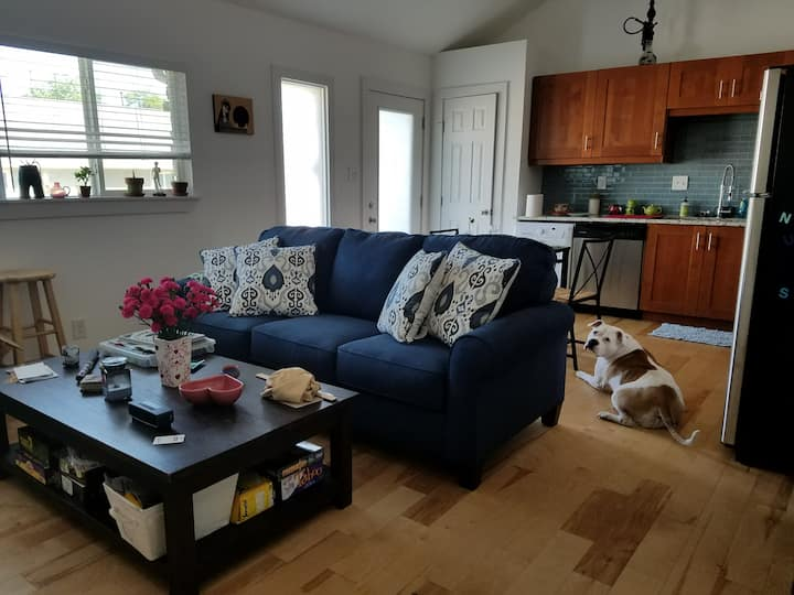 Beautiful Eastside Condo Minutes from Downtown