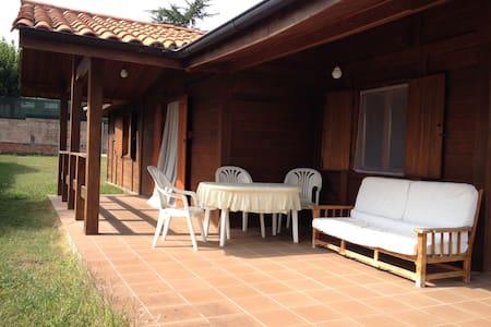 Acogedora Casa de Madera - Santa Pau - บ้าน