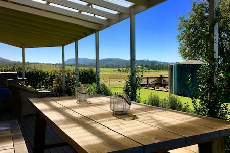 Claret Ash Cottage, Hunter Valley