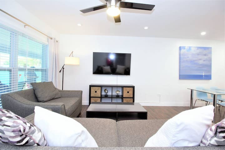 1639A FLL Private Apt.- 1.5 mi to Beach & Las Olas
