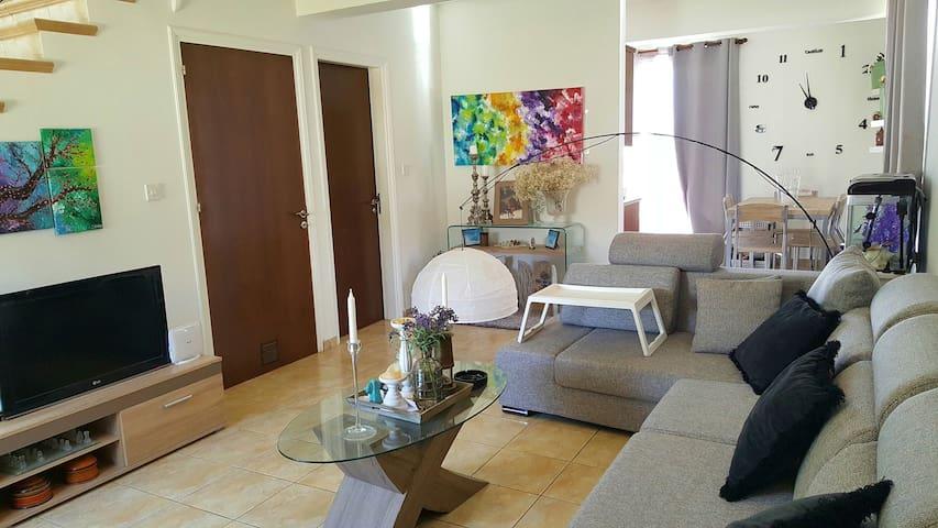 Cosy 2BD house. 5 mins from beach! - Oroklini - Haus