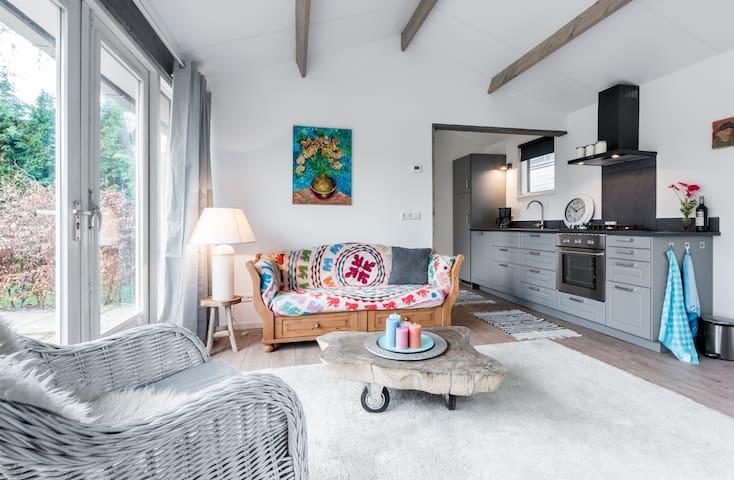 Vrijstaand vakantiehuisje met tuin en zonneterras - Bergen - Blockhütte
