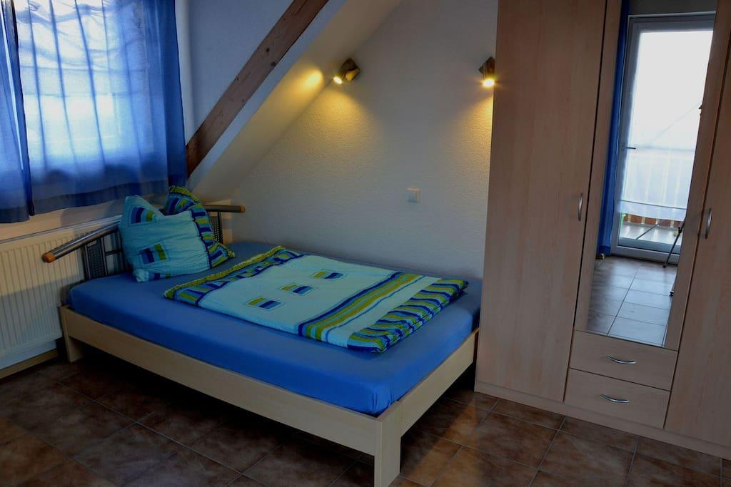 Doppelbett 1,8m breit