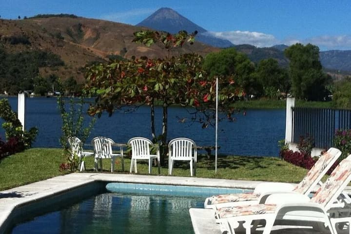 "Lake House ""el Colibri"", Lago de Amatitlan"