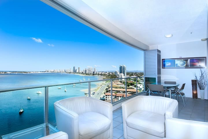 Crème of Luxury Living Gold Coast Ocean Broadwater - Gold Coast Labrador - Apartamento
