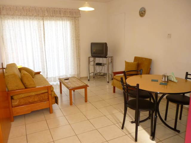 Ground Floor One Bedroom Apartment. - Erimi - Departamento