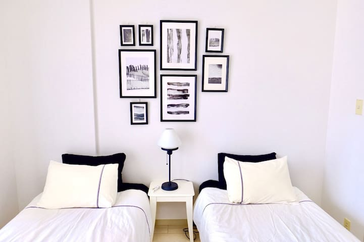 #406(3 beds) G'd Location Studio/2min to station/