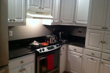 One BR/bath. Clean/nice environment, quiet area - Macon