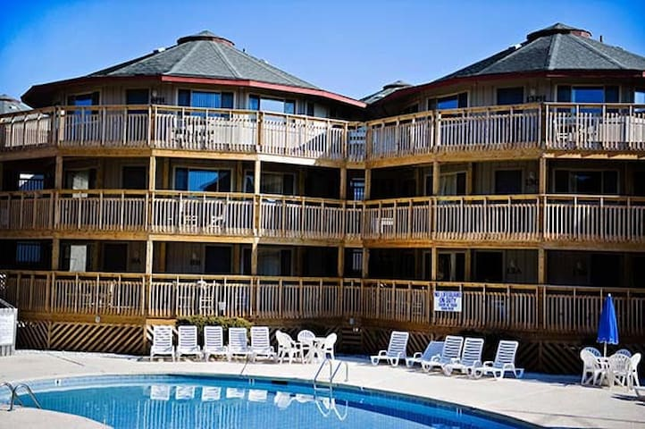 OUTER BANKS BEACH CLUB-3BR TOP FLOOR CONDO~3 POOLS