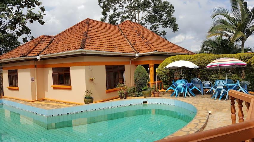 Keelan Ace Double Deluxe Villa Kampala - กัมปาลา - วิลล่า