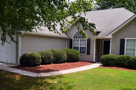 Cozy Atlanta Metro Area Private Rooms in a House - Snellville - Rumah