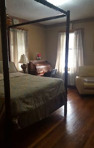 $800 - 1 bed/1 bath shared space - New Haven