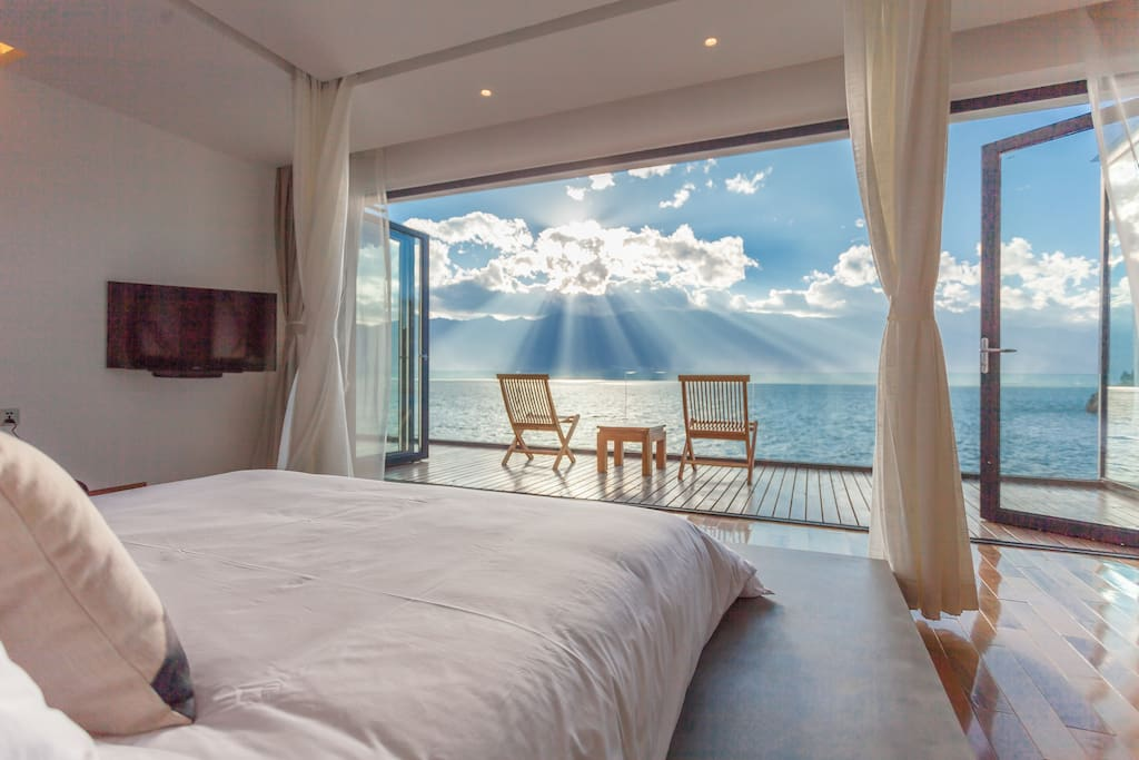 270°Lake View Room with a King Size Bed 270°海景大床房