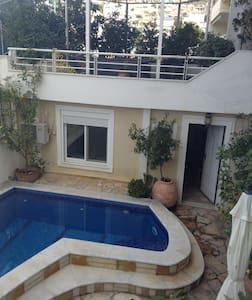 Private pool courtyard apartment - Voula