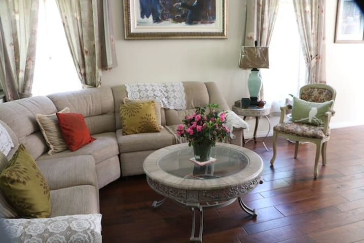 single family rooms  (share the house)