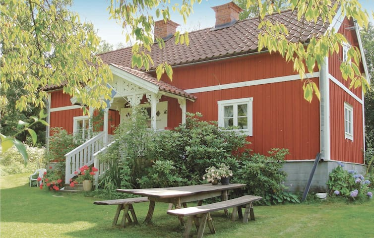 Holiday cottage with 2 bedrooms on 85m² in Ösmo