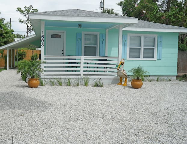 New Charming Cottage by Dunedin & Clearwater Beach