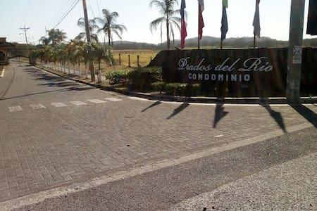 Condominio cerca de Liberia (Prados del Río N°44)