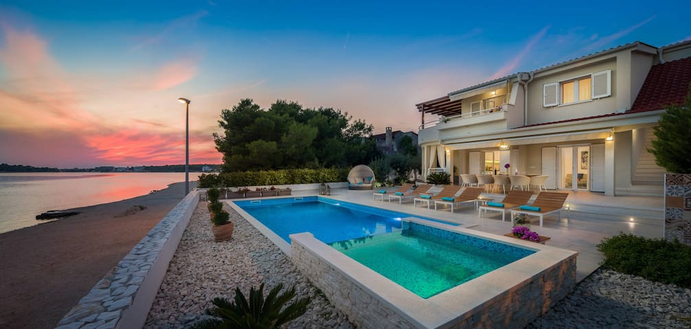 Villa Naranca - Heated Pool - Beachfront