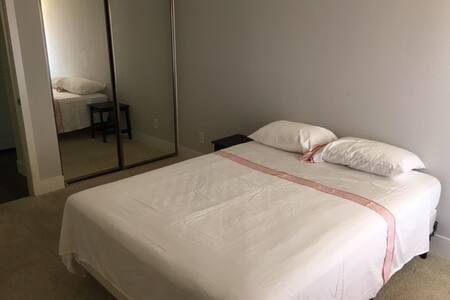 Beautiful Condo in Laguna Niguel with Private Bath - Laguna Niguel - Condominium
