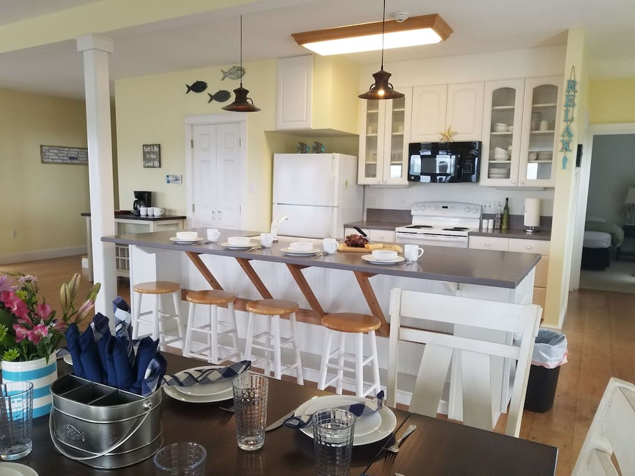 Fully Equipped Kitchen w/Dining for 10