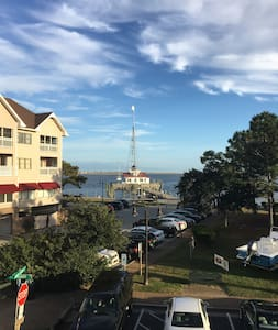 2nd Floor Waterfront in Historic Downtown Manteo