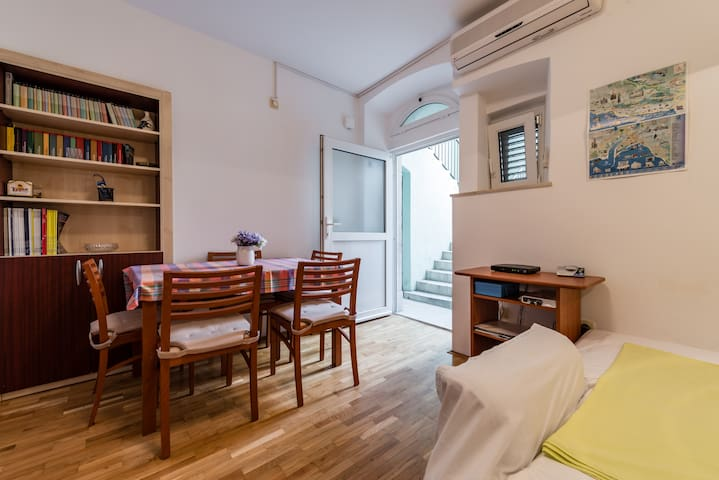 Centrally located Apartment in Omiš - Omiš - Appartement