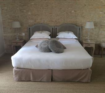 Manoir'Hastings Chambre  Romantique - Bénouville - Apartment