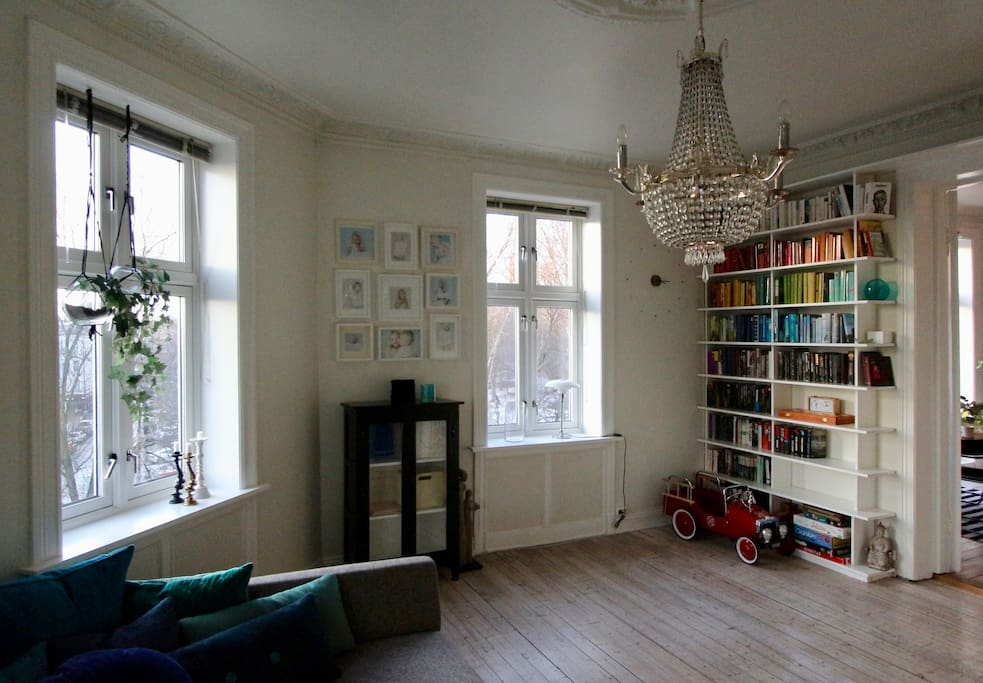 If you are more than two guests, we can prepare separate beds in one of the two living rooms. We now also have a japanese day bed, a futong, that is a very good 1.20-bed in front of the book shelves in this living room.