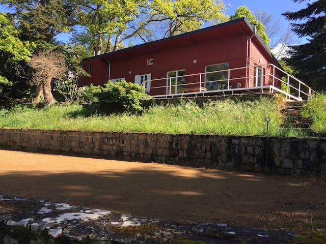 Chalet en bois au bord du lac