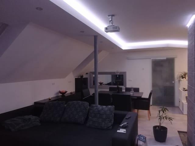 Offene Moderne Wohnung in der Natur