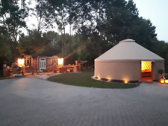 """Moderne Jurte Herbsleben """"Im Schlossgarten"""""""