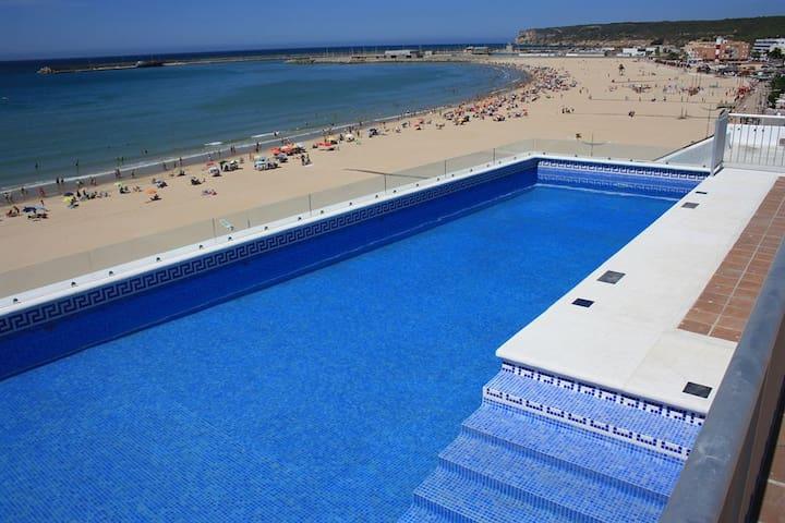 Apartamentos en primera línea de playa con piscina - Barbate - Apartament