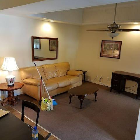 2BR 1BATH apartment near lake and mill +discounts