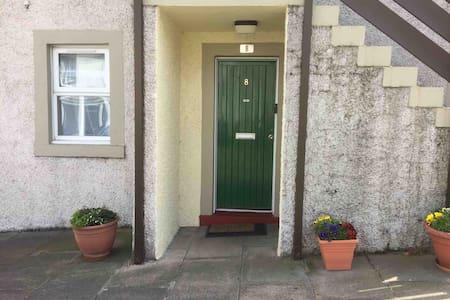 Cosy, main door in picturesque Newhaven,Edinburgh