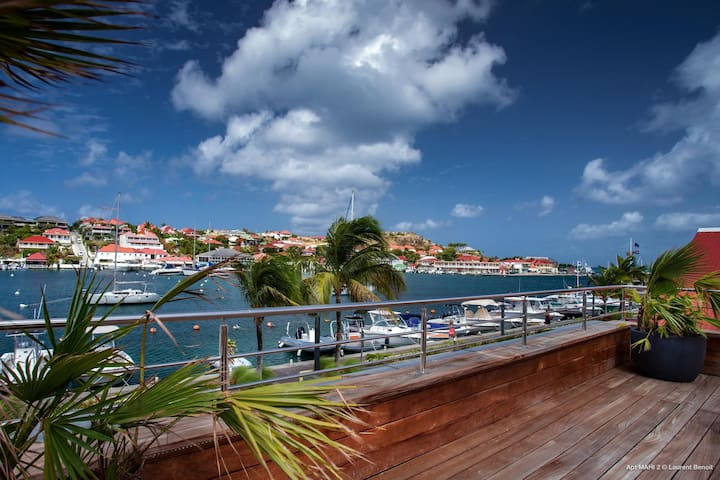 Short Walk to the Town and Shell Beach, Harbour Views, Jacuzzi on the Terrace, Free Wifi