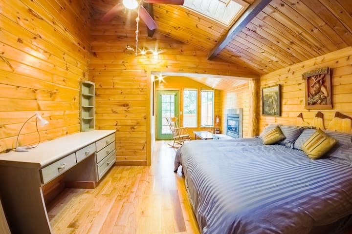 Charming Chalet Bed & Breakfast Suite
