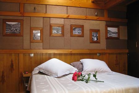 Chambre balnéo 3 personnes, avec terrasse au calme