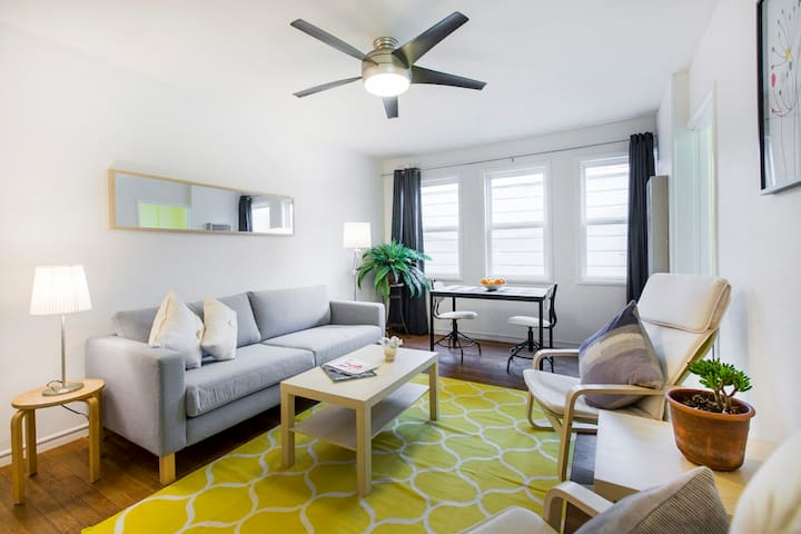 Cozy and Cheerful Apartment in Heart of Rockridge