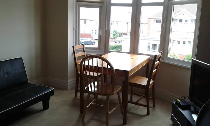 One bedroom flat 15 minute walk from beach