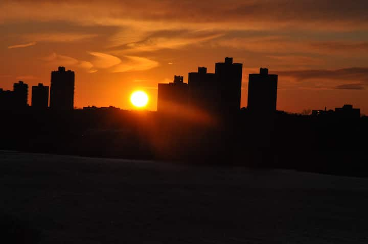 Watch the sunset from every room in this UWS Apt